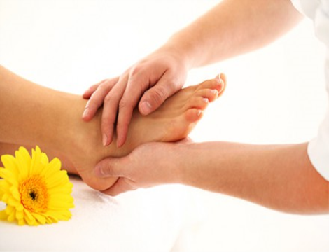 3 massaggi da 45 minuti a scelta tra Riflessologia plantare, Tecnica Metamorfica e Massaggio decontratturante schiena collo in Via Cantore dal Centro di Naturopatia e discipline olistiche Anima Mundi!