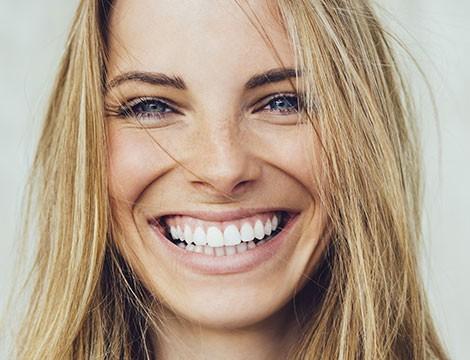 Per una  seduta di igiene orale con visita, detartrasi e smacchiamento con airflow. Ritrova il tuo sorriso naturale a due passi dal centro dalla Dottoressa Cicconardi!