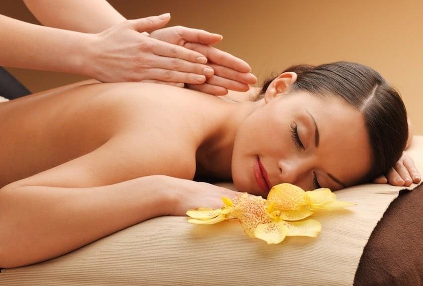 Dedicato alla tua schiena! 30 minuti di massaggio decontratturante schiena collo e cervicale da 30 minuti da Tiziana Sorrentino estetista e naturopata presso il nuovo studio G.V.T. Salute&Benessere  in centro!
