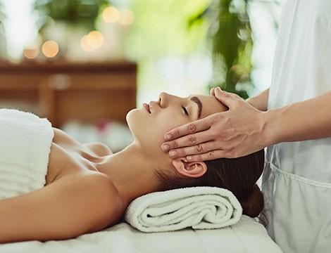 1 Massaggio in Aromaterapia da 50 minuti  nel centro   Essenzialmente in via Carlo Barabino a due passi dal centro!!
