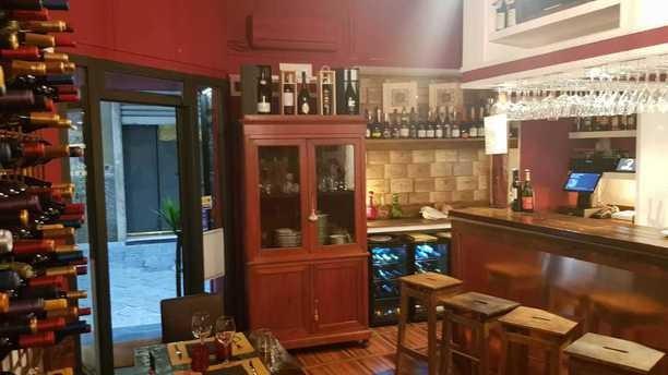 Imperdibile! Coupon da 3 euro per un Buono sconto del 30% sul menu' e sulla carta dei vini per cena per due persone dall Ristorante Cantina Dock Vineria nel cuore del centro storico in vIa Giustiniani!!