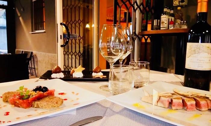 Imperdibile menu' gourmet per due persone: antipasto, primo, secondo, dolce, acqua calice di vino e caffè al Ristorante pizzeria La Cava a Sestri Ponente!