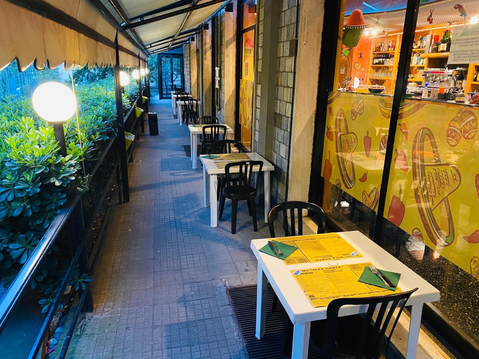 Speciale menu: Entrada a sorpresa +Paella Valenciana  x 2 persone + 1/2 litro di sangria, 2 dolci a scelta, caffè e coperti inclusi... nell'incantevole locale Habanero nel cuore di Albaro!
