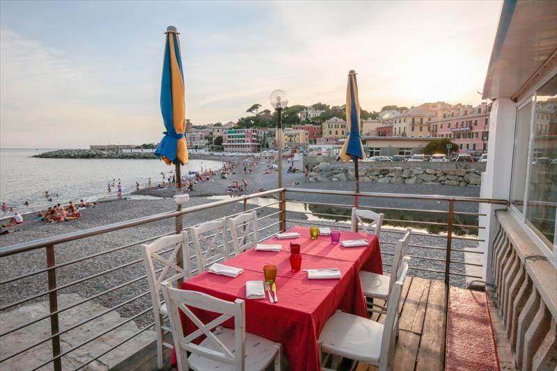 Si Riparte!  Menu per due persone a la carte: Primo, secondo, dolce, acqua, calice di vino, coperto e caffè a due passi dal mare dal ristorante pizzeria la Terrazza Food&Drink a Sturla!