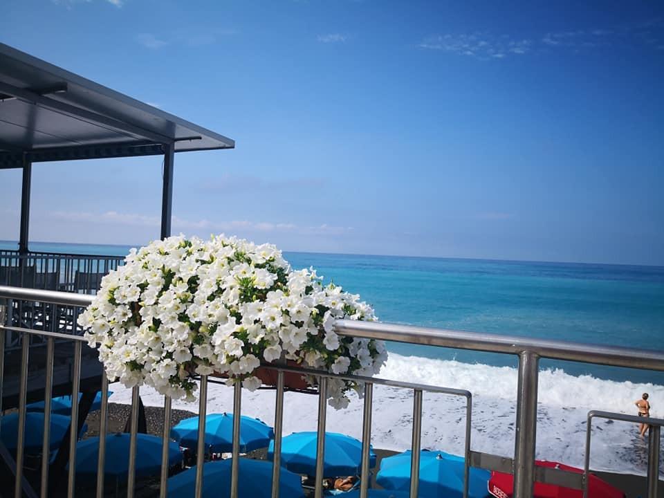 A Cavi di Lavagna! Giornata al mare per 2 persone con colazione, ingresso allo stabilimento,  2 lettini e un ombrellone al Lido delle Sirene!!