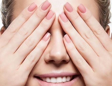 A Sestri ponente!  Mani da principessa! Trattamento scrub con maschera alle mani + manicure e applicazione semipermanente mani!