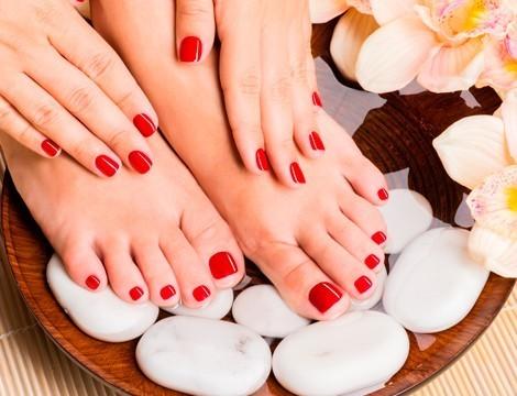 Limature unghie e sistemazione cuticole + applicazione semipermanente mani e piedi a soli 14,90!