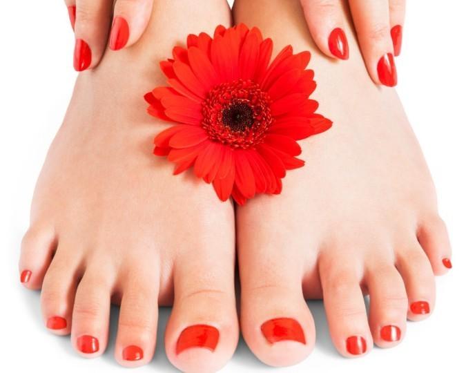 Mini pedicure e applicazione semipermanente ai piedi  Dall' Estetica Luisa nel cuore di Marassi in via Canevari!