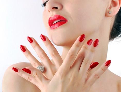 LImatura unghie e sistemazione cuticole con applicazione semipermanente mani dal Centro Estetico  di recente apertura Charme& Beauty nella sede di Via Cipro! Inclusa rimozione!