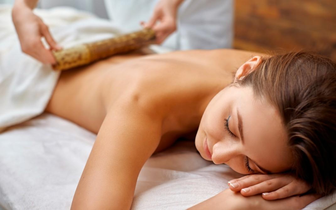 Novita'!  1 massaggio Maori della durata di 60 minuti nella centralissima Piazza Colombo da Pf Progetto Benessere!