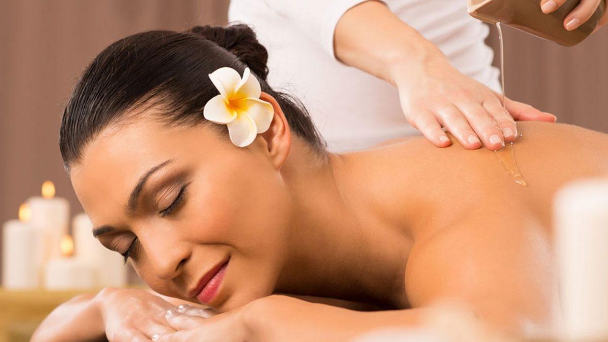 Da non credere! In centro! Regalati  momenti di benessere nella centralissima  via Caffa  con  1 massaggio ayurvedico della durata di 60 minuti!