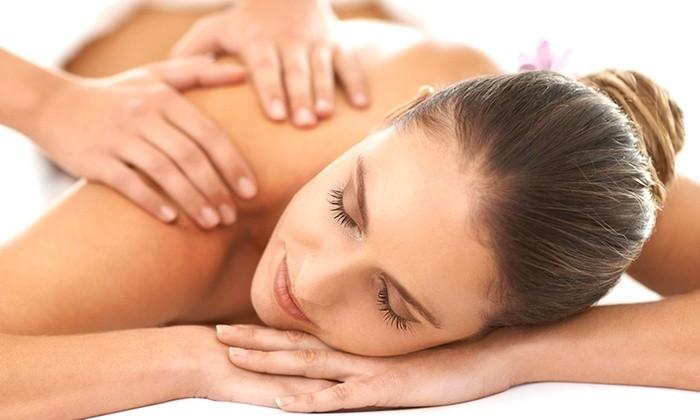 Offerta strepitosa! 2 massaggi da 30 minuti relax, decontratturanti o drenanti con olii essenziali personalizzati  dal massaggiatore professionale Massimo Nelli presso centro la Perla in via  Assarotti