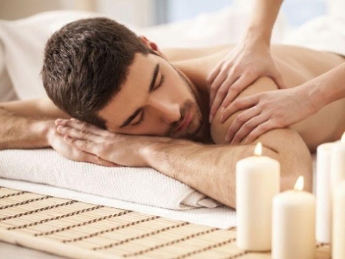 2 massaggi della durata di 50 minuti a scelta tra distensivo schiena, relax e drenante dal massaggiatore olistico Nelli  presso centro estetico La Perla nella centralissima via Assarotti! Anche condivisibile!
