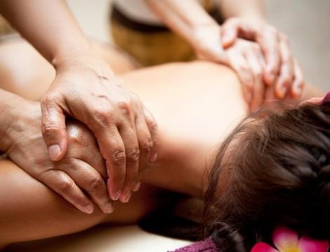 Novità! Massaggio a 4 mani! 45 minuti di massaggio a 4 mani. Ideale per la clientela femminile e maschile! In Corso Torino dallo studio d' estetica Barby Beauty!