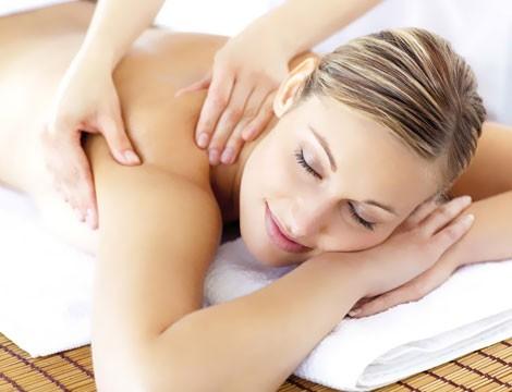 1 massaggio da 50 minuti  a scelta tra decontratturante, relax, drenante o circolatorio nella centralissima Via Granello dal Massaggiatore olistico Luca Borriello!!  Da non perdere!