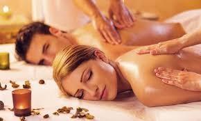 In centro! Regala o regalati un massaggio rilassante di coppia da 50 minuti. Per vivere insieme un'esperienza unica di benessere fisico e mentale!!