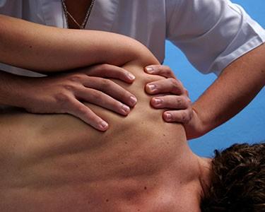 Valutazione e trattamento fisioterapico per Lombalgia, Cervicalgia, Spine Calcaneari, Calcificazioni Tendinee nel cuore di Albaro dal Dott. Rocco Di Cosmo!