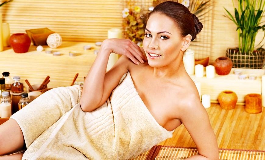 A Sestri ponente! Pacchetto multicoccole: pulizia viso completa+pedicure profonda con stesura semipermanente+laminazione ciglia a soli 39,90!