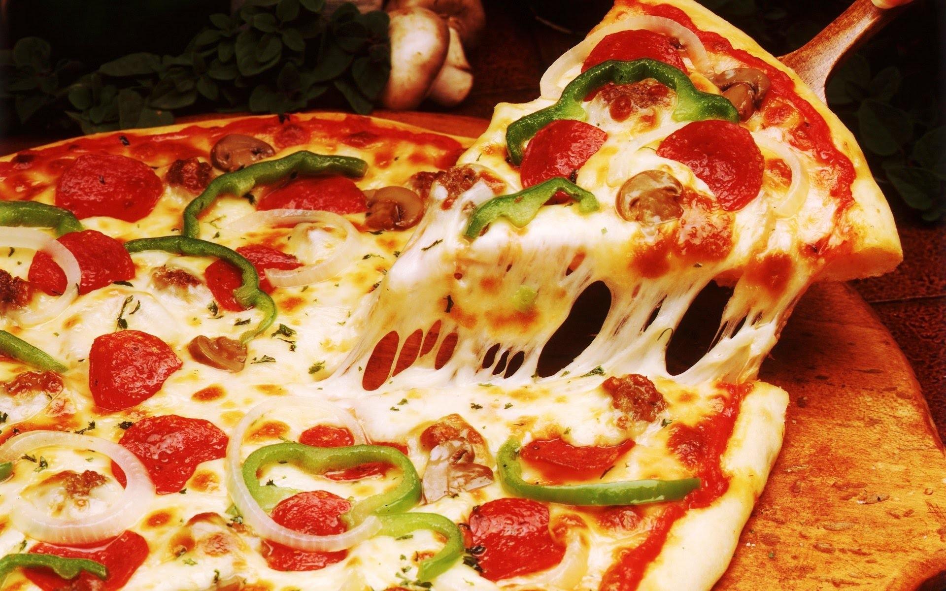 Nuova validita'! 2 Pizze a scelta da menu, 2 birre piccole chiare o bevande, 1 bottiglia d'acqua, 2 dolci della casa, caffè e coperti inclusi... nell'incantevole locale Habanero nel cuore di Albaro!