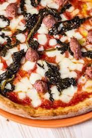 Nuova apertura nel cuore di Genova!  Da Ravatti pizza, slerfe e gotti:2 pizze o 2 focacce al formaggio o 2 farinate, 2 calici di vino o 2 birre medie  o bevanda analcolica, 1 bottiglia d'acqua, dolce coperto e caffè