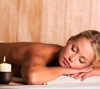 Super offerta! 1 massaggio da 30 minuti a scelta tra drenante gambe e glutei o schiena cervicale, nella centralissima Piazza Colombo da Pf Progetto Benessere!
