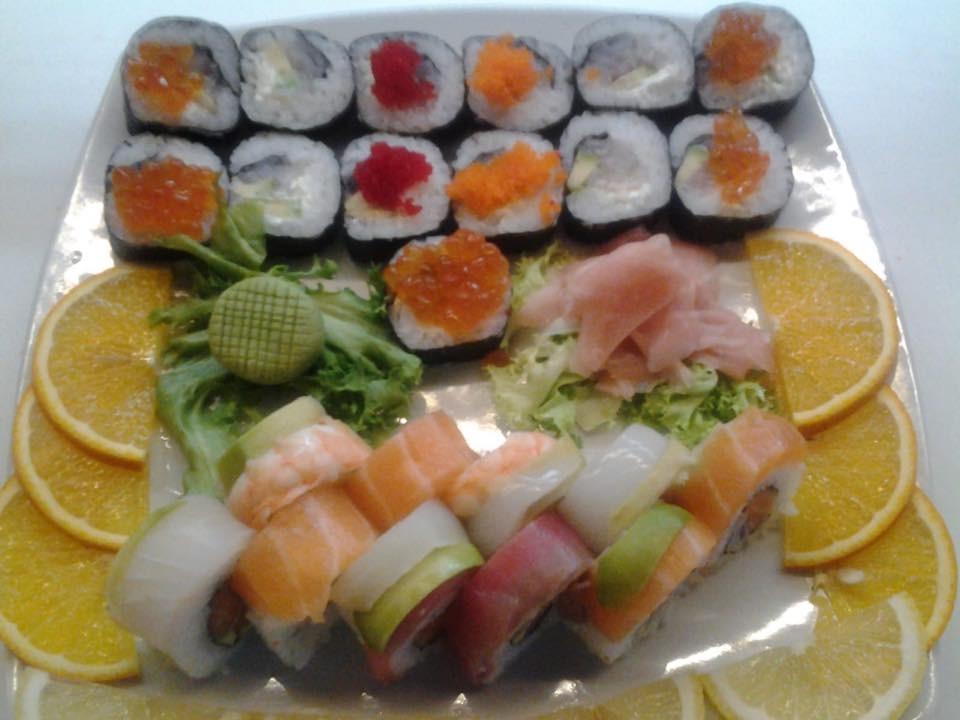 Cena x 2 persone con 50 pezzi di Sushi e Sashimi, acqua, coperto, caffè e due dolci della casa  al Sushi Pasion in via Brigata Salerno a Sturla!